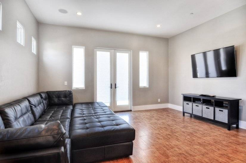 image 2 furnished 3 bedroom House for rent in Huntington Beach, Orange County