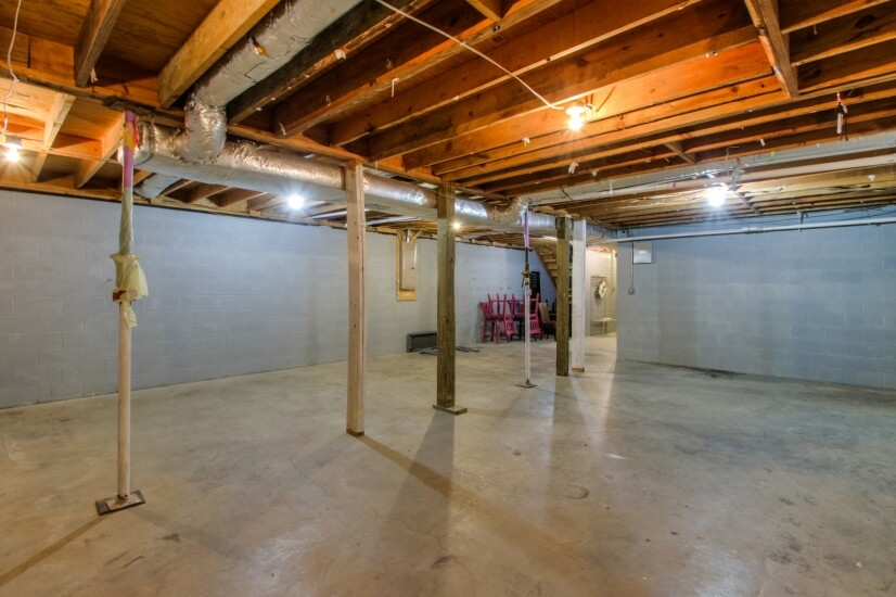 Downstairs 1800 sq ft storage area with garage!