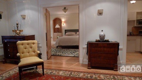 Liv room-masterbedr in the 2 Bedr apt