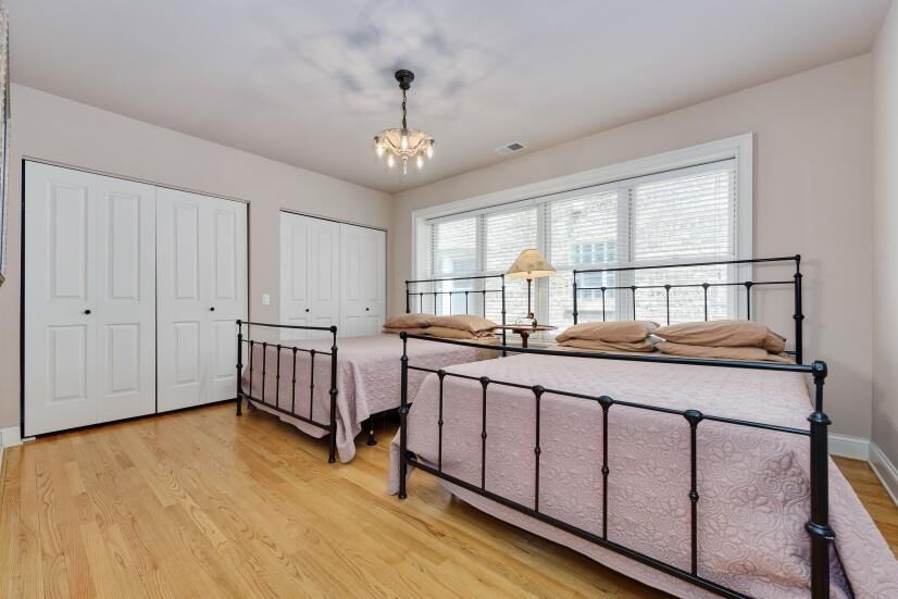 Bedroom 2 with 2 queen beds.