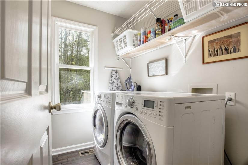 Fully equipped Laundry Room overlooking backy