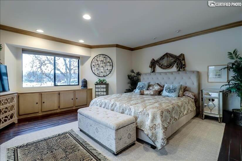 Tasteful Master with king bed and lake views