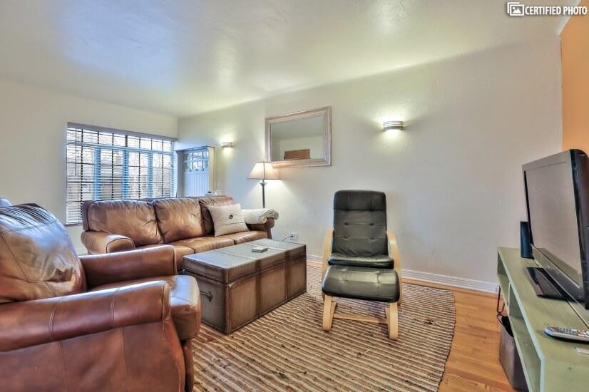 Fully furnished corporate rental in Denver