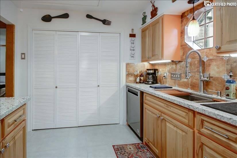 Kitchen 5 (washer/dryer behind folding doors)