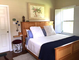 Side B King Bed with Vaulted Ceilings