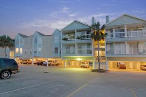 Clear Lake Furnished 1/1 Condo on Water