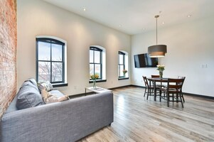 Newly Renovated 1 BR near Capitol