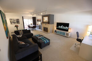 Beautifully furnished, spacious Denver monthly rental.
