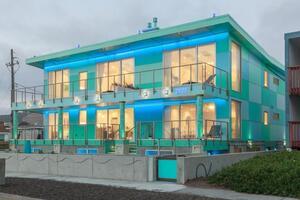 Luxury Beachfront Penthouse near SF