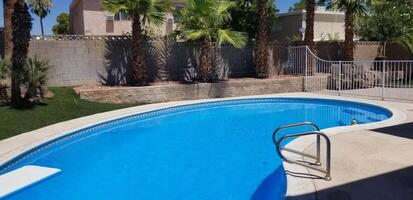 Bakyard pool area...