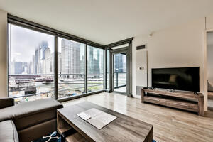 Luxury 1BR-ON THE RIVER-Balcony, Pool!!
