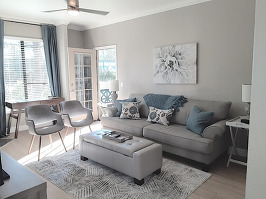 Living area, nice and bright.