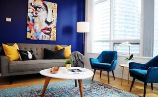 Warm & inviting condo in a perfect location!