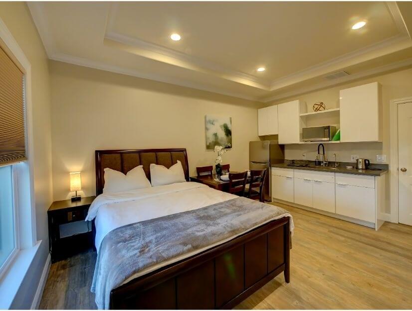 Studio B - Queen size bed, full bath, eating area v2.