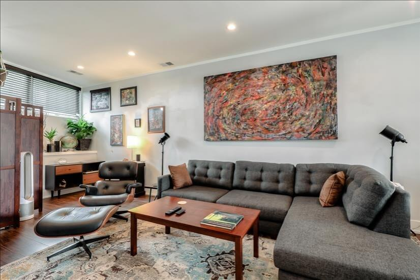 Chicago Furnished Home with Home Office