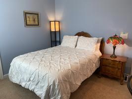 Sealy mattress, Casper pillows, Tiffany lamps