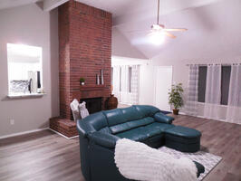Great Location! 4 Bed, Fireplace, Office