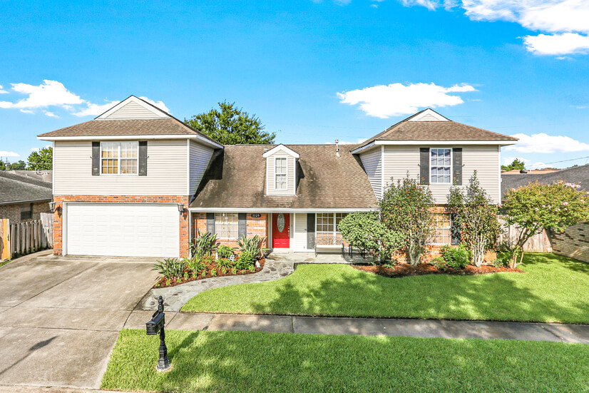 Furnished Executive House in Kenner!