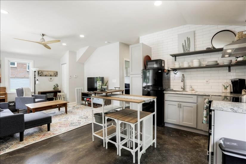 Newly Remodeled Guest House - Great Area