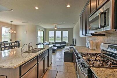 Gorgeous 3-Bedroom Townhome w/ LakeView!
