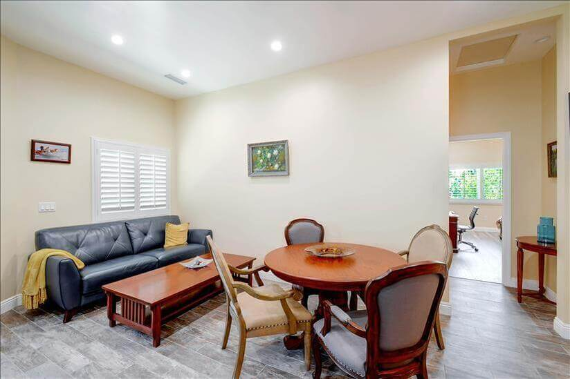 Furnished executive home in Chatsworth, California