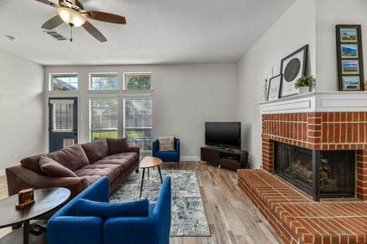 Beautiful and completely stocked Kitchen